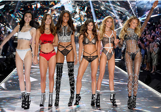 Самые горячие моменты показа Victoria's Secret 2018