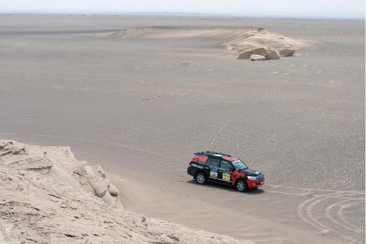Фото №102 - В пекло и обратно: пытаемся проверить, что умеет Toyota Land Cruiser