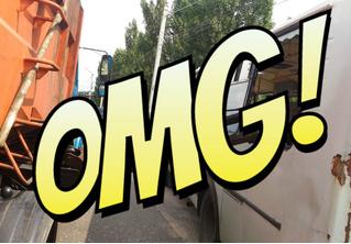 Мусоровоз уронил ковш на маршрутку и проломил голову пассажирке! (ФОТО и ВИДЕО очевидца)