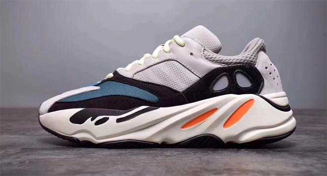 Фото №1 - Интернет в ужасе от новых кроссовок Канье Уэста