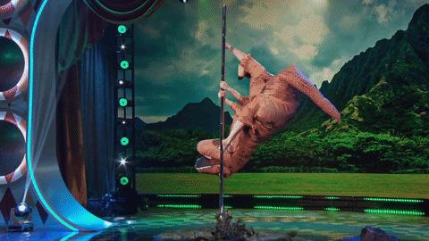 Фото №1 - Танец на шесте в исполнении тираннозавра. Видео!