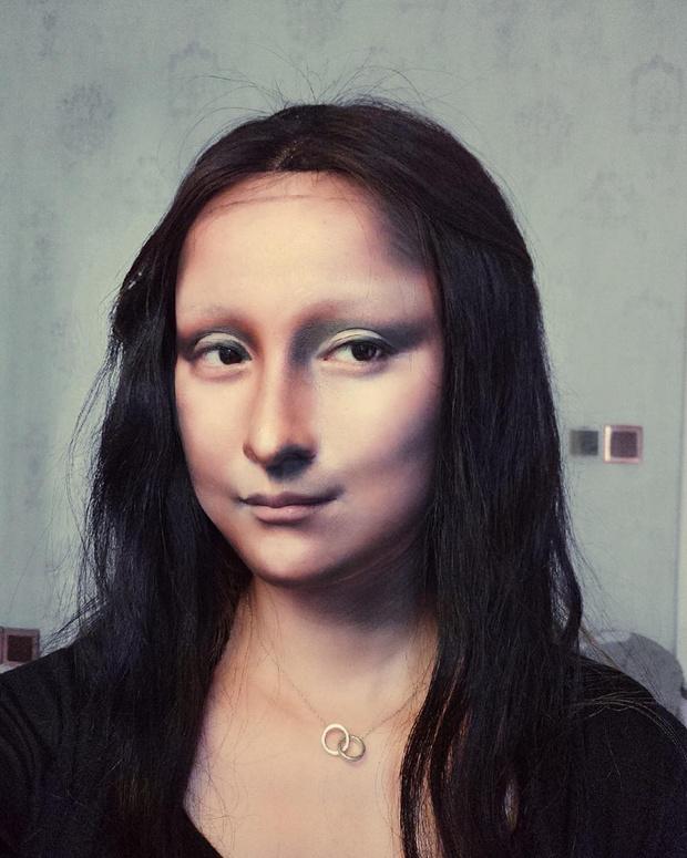 Фото №2 - Бьюти-блогерша из Китая превращает себя в знаменитостей с помощью макияжа