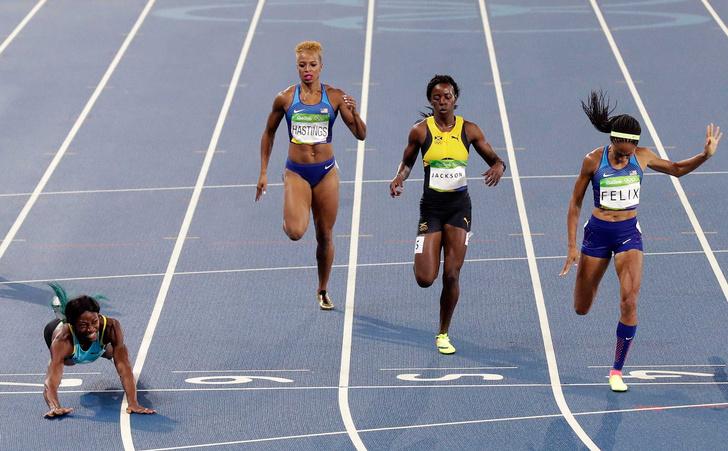Багамка Шона Миллер вырвала победу у американки Эллисон Феликс, когда нырнула рыбкой на финише и первой пересекла заветную ленточку
