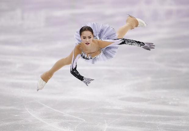 Фото №1 - Алина Загитова vs Евгения Медведева. Девочки-роботы возьмут для России первое золото