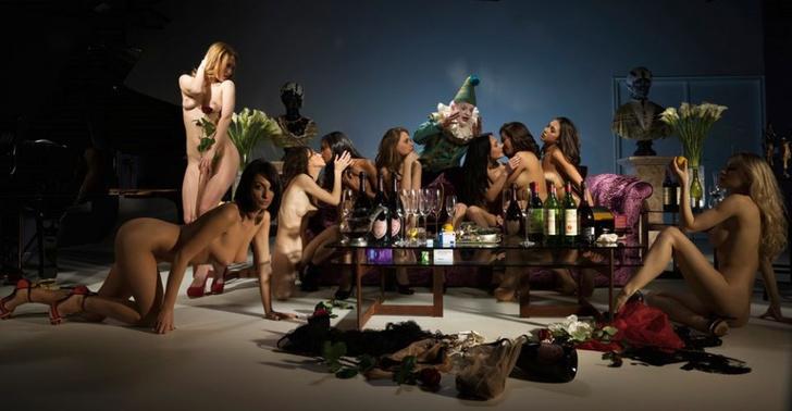 Фото №6 - Новый эротический альбом от создателя скандальной книги про Pussy Riot!
