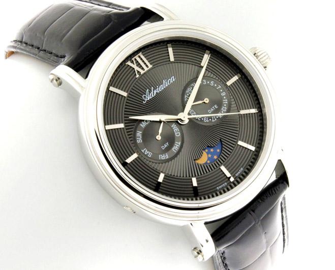 Фото №5 - Черно-белые часы этого лета