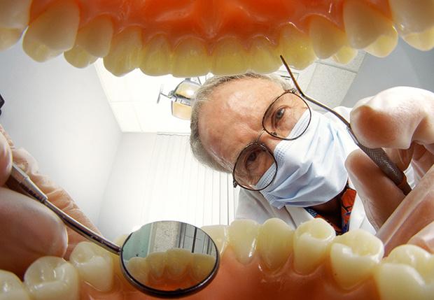 Фото №1 - Как отбеливают зубы атомарным кислородом и что такое экспресс-имплантация