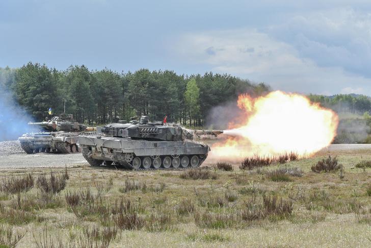 Фото №1 - Смотри, как натовские танки давят машины на учениях