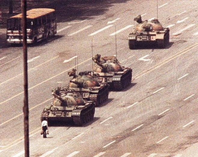 Фото №8 - Ненасильственное сопротивление: как правильно троллить власть, подтачивая ее основание