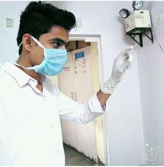 Фото №3 - Парень пять месяцев успешно выдавал себя за врача с помощью халата и стетоскопа!