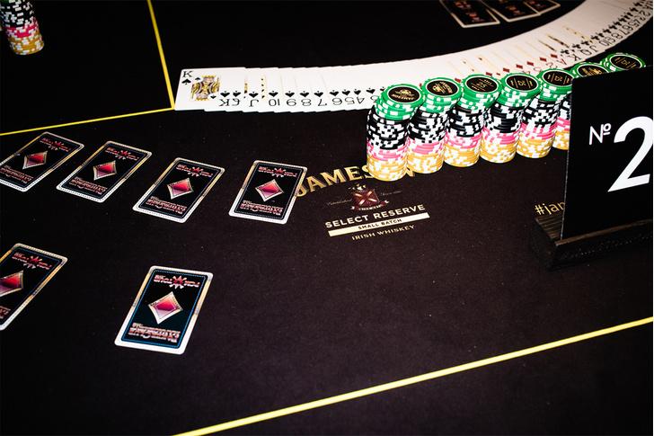 Покер, ванна и бананы: Что творилось на финале главной покерной вечеринки страны