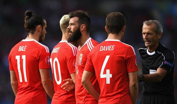 Фото №1 - Гадание на мяче, предсказание по бутсам: Sportingbet о прогнозах для Евро-2016