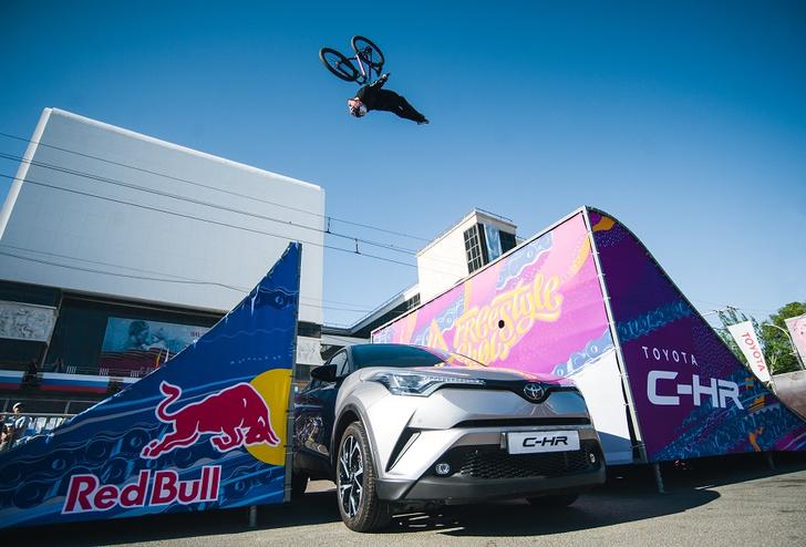 Фото №1 - Поддержи российского райдера на Toyota Universal Street Games