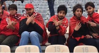 Иранские девушки наклеили усы и бороды, чтобы попасть на матч любимой команды