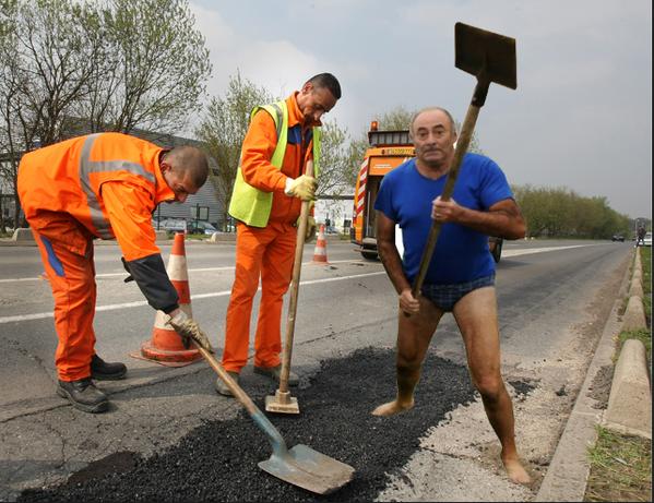 Фото №19 - Герой Интернета: мужик с лопатой и в трусах