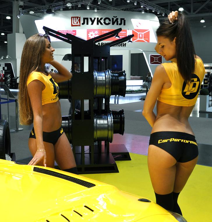 Главное открытие Московского международного автосалона — Miss Maxim 2016 Наташа Шуваловаиз Нижнего Новгорода