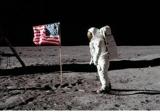 Оказывается, США оставили на Луне не только американский, но и британский флаг