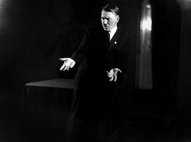 Фото №1 - Фотографии, которых стыдился Гитлер