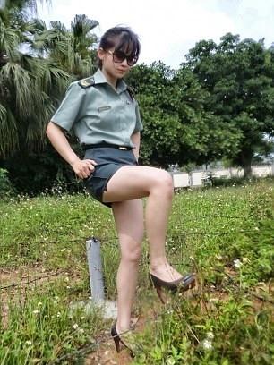 Фото №4 - Модель облачилась в военную форму Тайваня и снялась в откровенной ФОТОСЕССИИ. Минобороны в ярости!