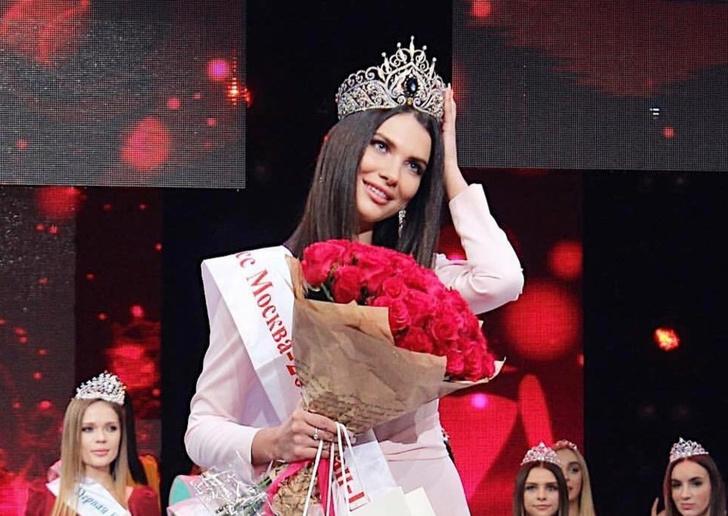 Фото №1 - «Мисс Москва» лишена титула и короны впервые в истории конкурса. И вот кому они достанутся
