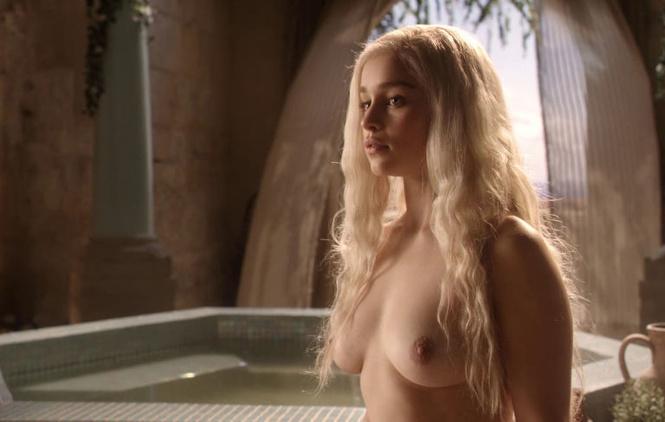 Эмилия Кларк рассказала, что она думает об откровенных сценах в «Игре престолов»