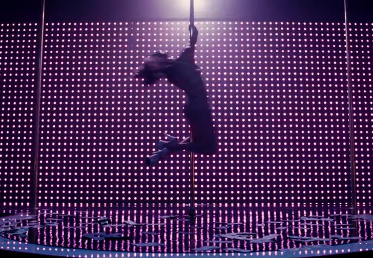 Фото №1 - Джей Ло танцует у шеста в трейлере фильма «Стриптизерши»