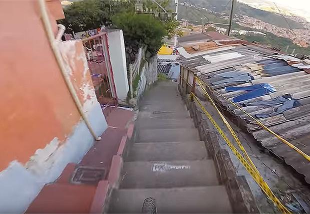 Фото №1 - Появилось видео самого длинного скоростного спуска на велосипеде по городу