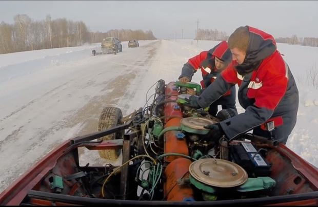 Фото №1 - Мужики поставили автомобилю четыре движка и хорошенько погоняли на нем (видео)