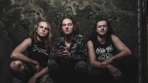 Фото №1 - Треш-метал-группа пропустит концерт, потому что они слишком юные, чтобы находиться в баре