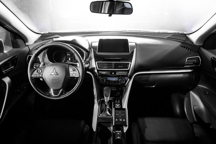Фото №3 - Mitsubishi Eclipse Cross: автомобильное затмение года