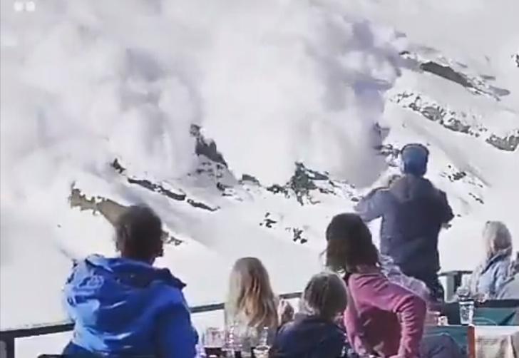 Фото №1 - Вирусное видео, как мужчина бросает жену и детей под огромной лавиной, оказалось отрывком из фильма