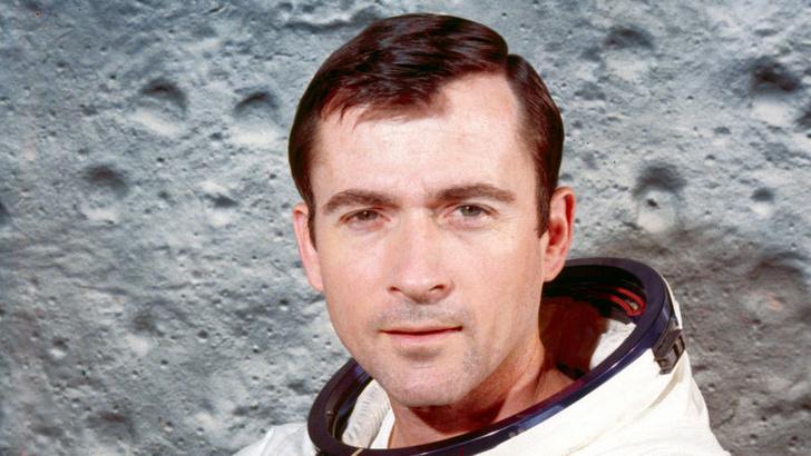 Фото №1 - Умер астронавт, первым провезший контрабандный сэндвич на орбиту