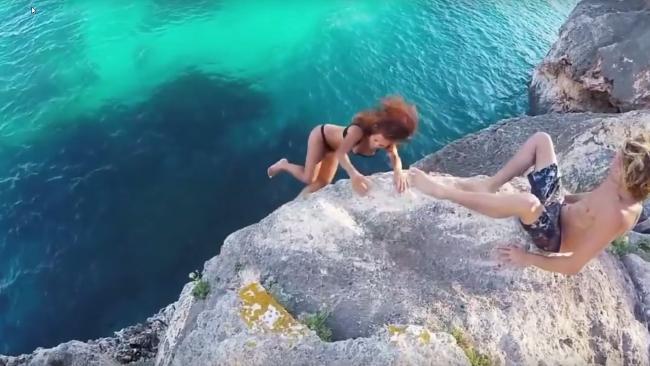 Фото №2 - Спустя год стало известно, кем была упавшая со скалы девушка из вирусного видео