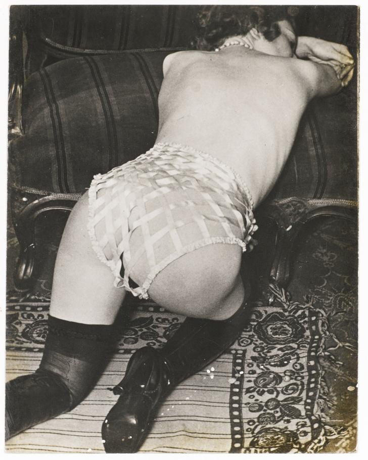 Фото №8 - Реклама фетишистского нижнего белья 1920-х годов