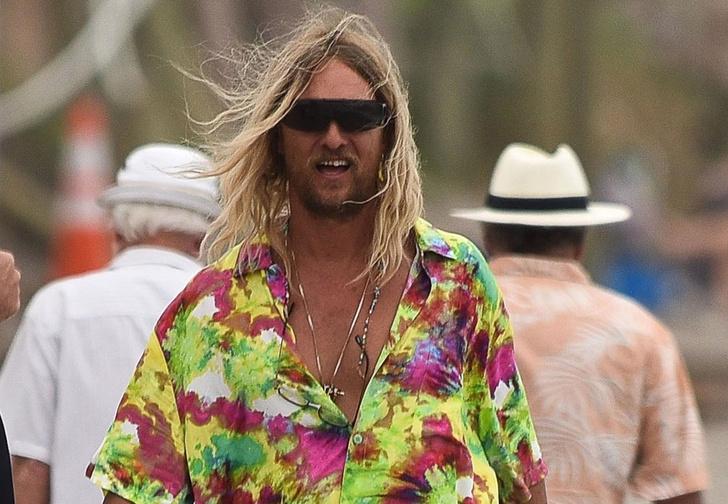 Фото №1 - Отвязный Мэттью Макконахи в трейлере фильма «Пляжный бездельник»