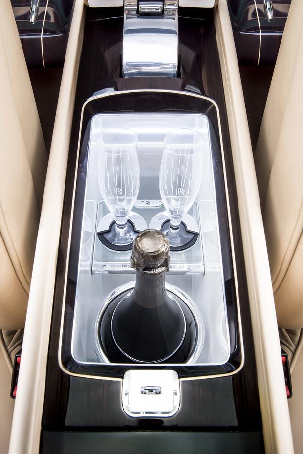 Фото №16 - Самый дорогой в мире Rolls-Royce построили для таинственного коллекционера
