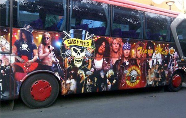 Фото №19 - 25 самолетов и автобусов рок-звезд