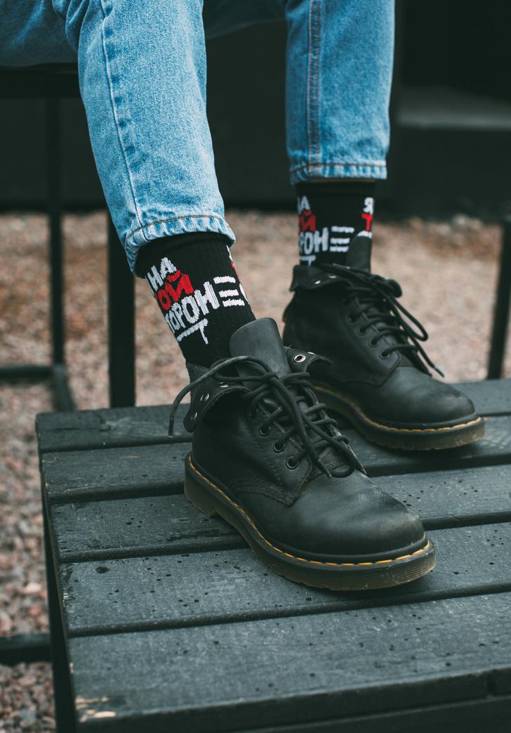 Фото №4 - Питерский бренд St. Friday Socks выпустил «уличные» носки с граффити