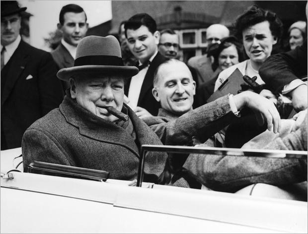 Уинстон Черчилль с сигарой