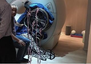 Случай с инвалидным креслом, которое оказалось возле томографа (фото, видео)