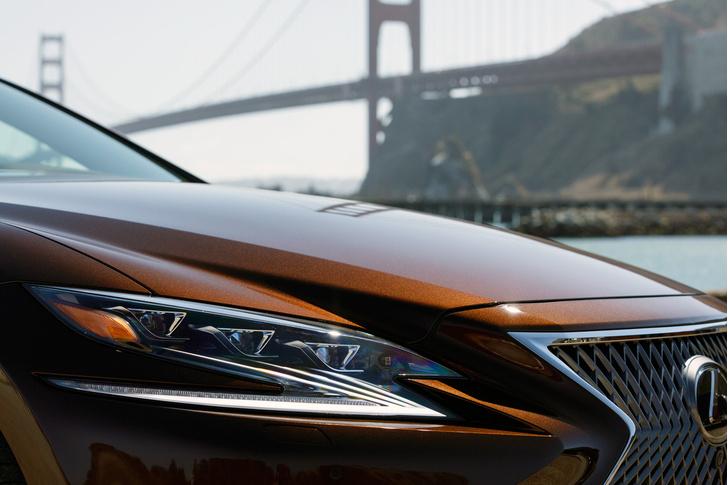 Фото №4 - Lexus LS — автомобиль, в котором сначала электрификация, а потом уже революция