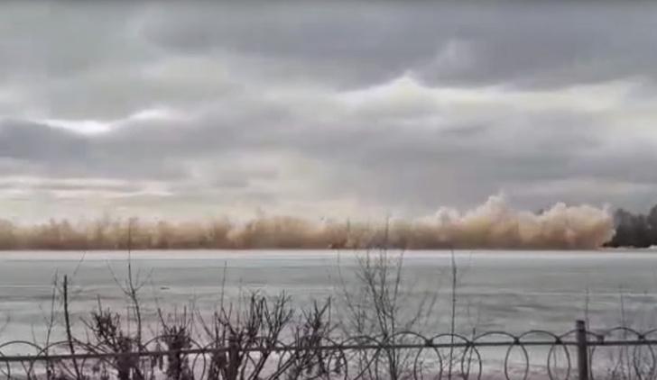 Фото №1 - Запланированные взрывные работы на Иртыше закончились ЧП (ВИДЕО)