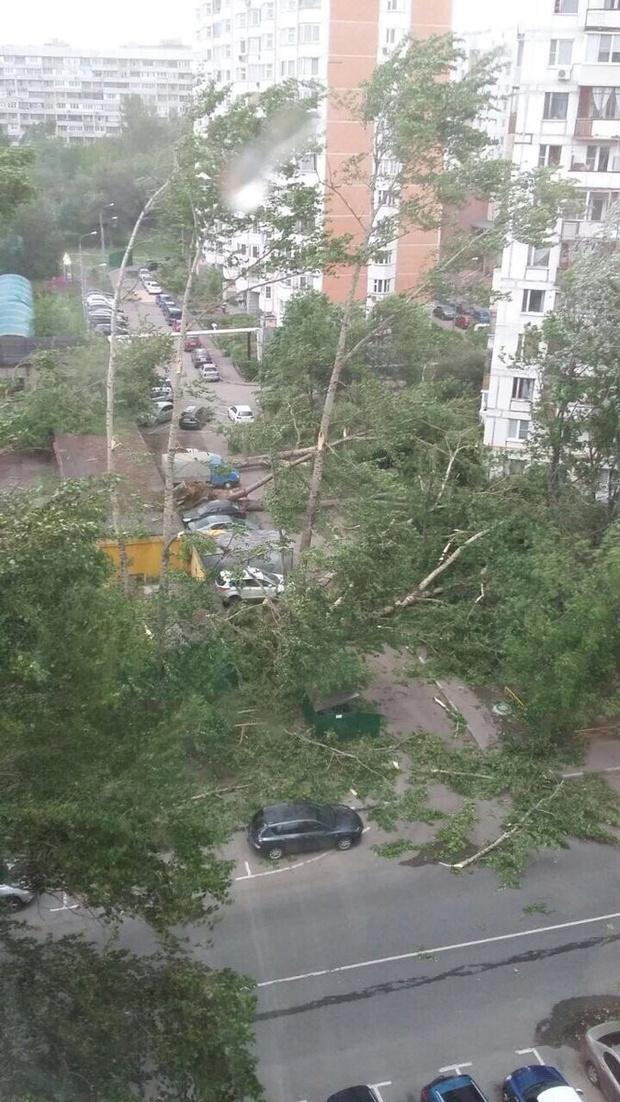 Фото №2 - Ураган в Москве: подборка самых пугающих видео и фото!