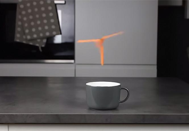Фото №1 - Как заставить бумажный пропеллер парить и вертеться над чашкой кофе (видео)