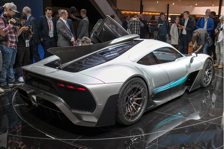 Фото №2 - На волю выпущен тысячесильный гиперкар Mercedes-AMG Project ONE