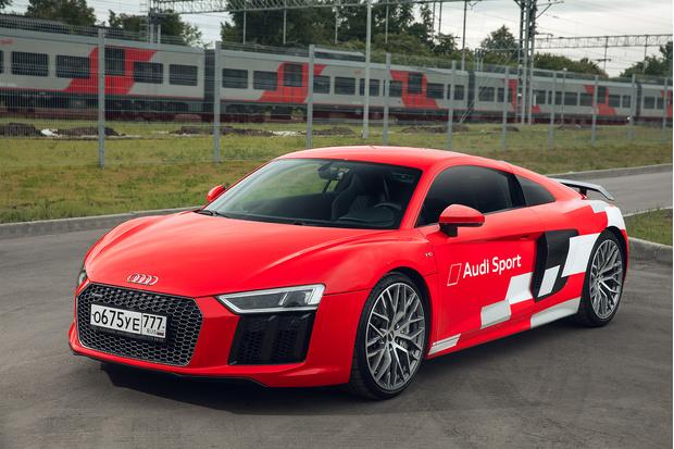 Фото №1 - Главный суперкар Баварии обновили. Мы об Audi R8, если что