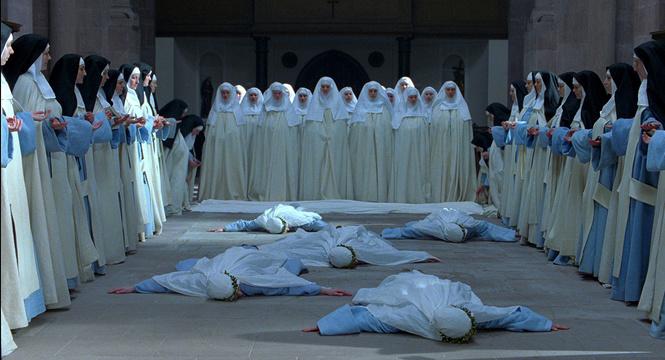 Мяукающие монахини и еще 5 диких массовых истерий