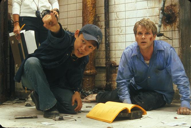Джеймс Ван (слева) и британский актер Кэри Элвес на площадке