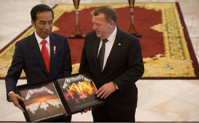 Премьер-министр Дании подарил премьер-министру Индонезии альбом Metallica