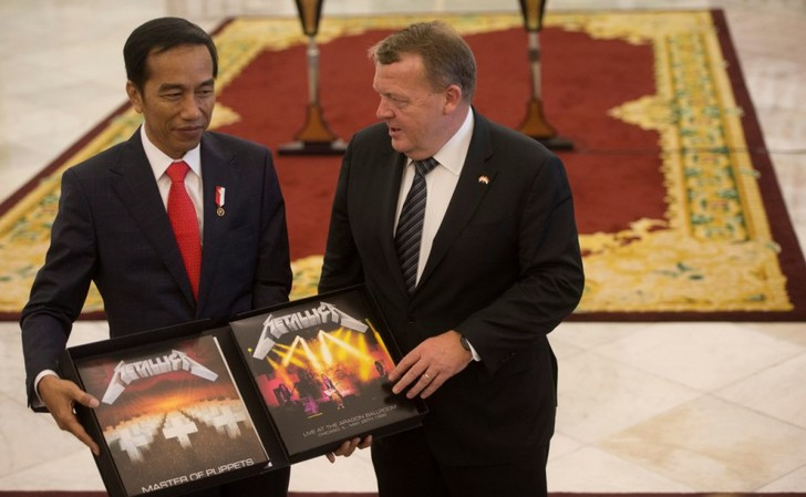 Фото №1 - Премьер-министр Дании подарил премьер-министру Индонезии альбом Metallica